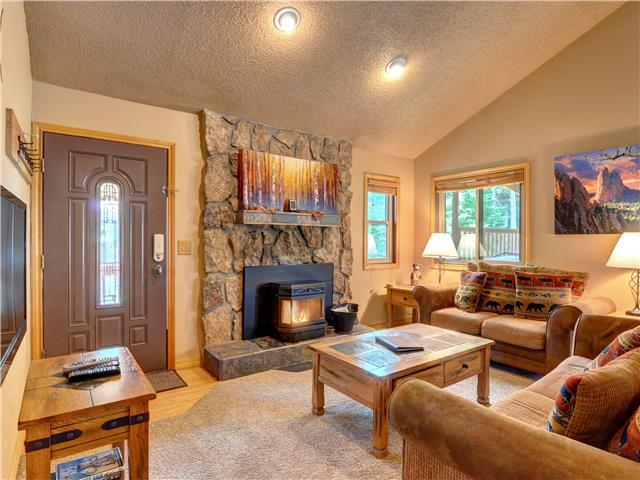 SILVERHEELS: Beautiful Mountain Home Close to all Summit Ski Areas, Private Hot Tub, Heated Garage
