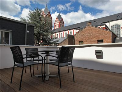 Pleasant small terrace with view on the Curtius