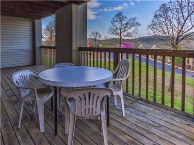 Branson Condo Rental | Eagles Nest | Indian Point | Silver Dollar City | Hot Tub (271602)