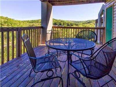 Branson Vacation Rental | Eagles Nest | Indian Point | Silver Dollar City | Walk-in | (111604)