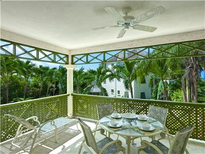 2 bedroom luxury apartment within 2 minute walking distance from Mullins beach