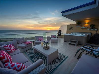 Oceanfront 4 bedroom penthouse at Eagle beach