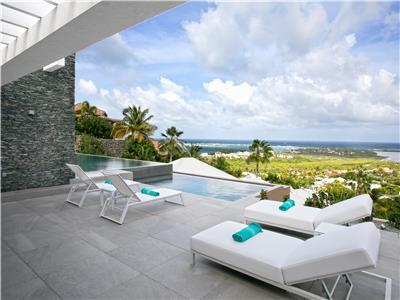 Contemporary spacious and secluded beautiful 4 bedroom villa