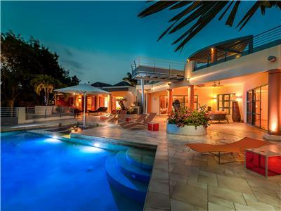 5-bedroom villa with heated pool, sauna & tenniscourt within a minute walk from Plum bay beach