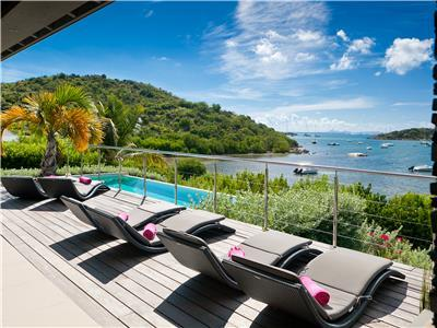 Deluxe 4 bedroom waterfront villa in French Cup-de-Sac