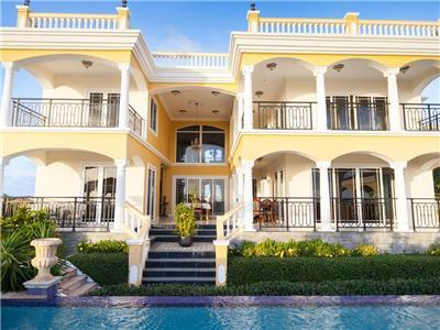 Luxury 4 bedroom villa in Jan Thiel