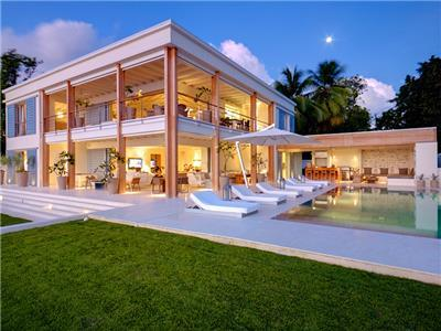 Contemporary fully staffed beachfront villa in Barbados