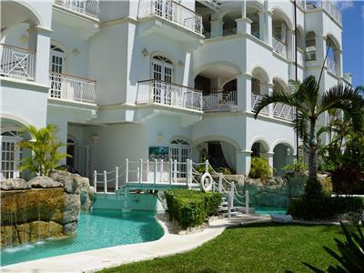 Beachfront 3 bedroom apartment at Paynes Bay Beach