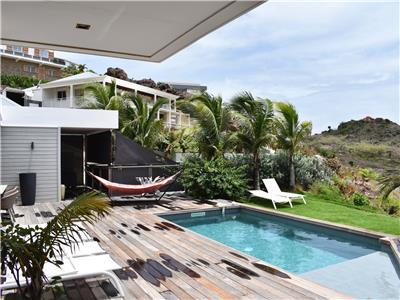 Spacious 3 bedroom villa within walking distance from the beach