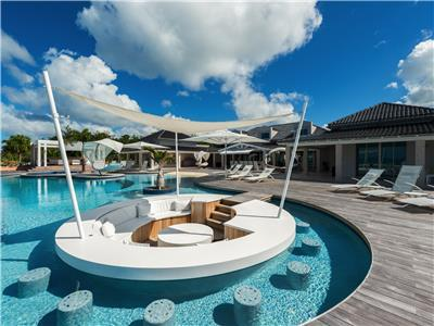 Luxurious six bedroom villa with private chef, heated pool, jacuzzi, in-pool bar at Plum Bay beach