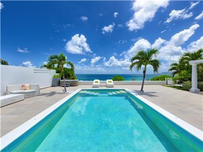 The White pearl villa with private beach, jacuzzi and pool