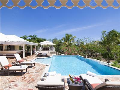 Beautifully styled luxury 4 bedroom villa with infinity pool