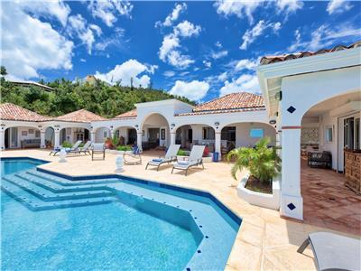 5 bedroom Villa within easy reach of beautiful beach