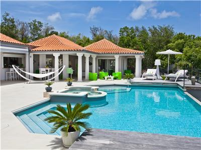 Modern 5 bedroom villa walking distance from beach