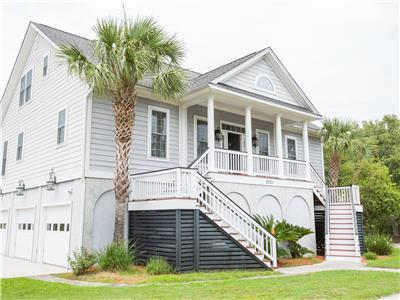 Salt Life - Pet Friendly Beautiful Modern 4 Bedroom Home 2.7 Miles from the Beach Sleeps 10
