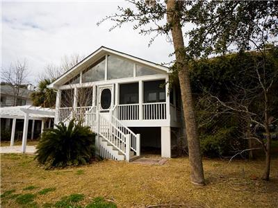 Ashley Haven 2 Minute Walk to the Beach! Super Cute 3 Bedroom House