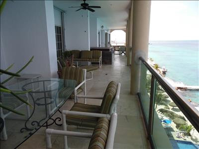 THE MANSION - Luxurious Beachfront Penthouse - 4 Bedrooms - Top Floor