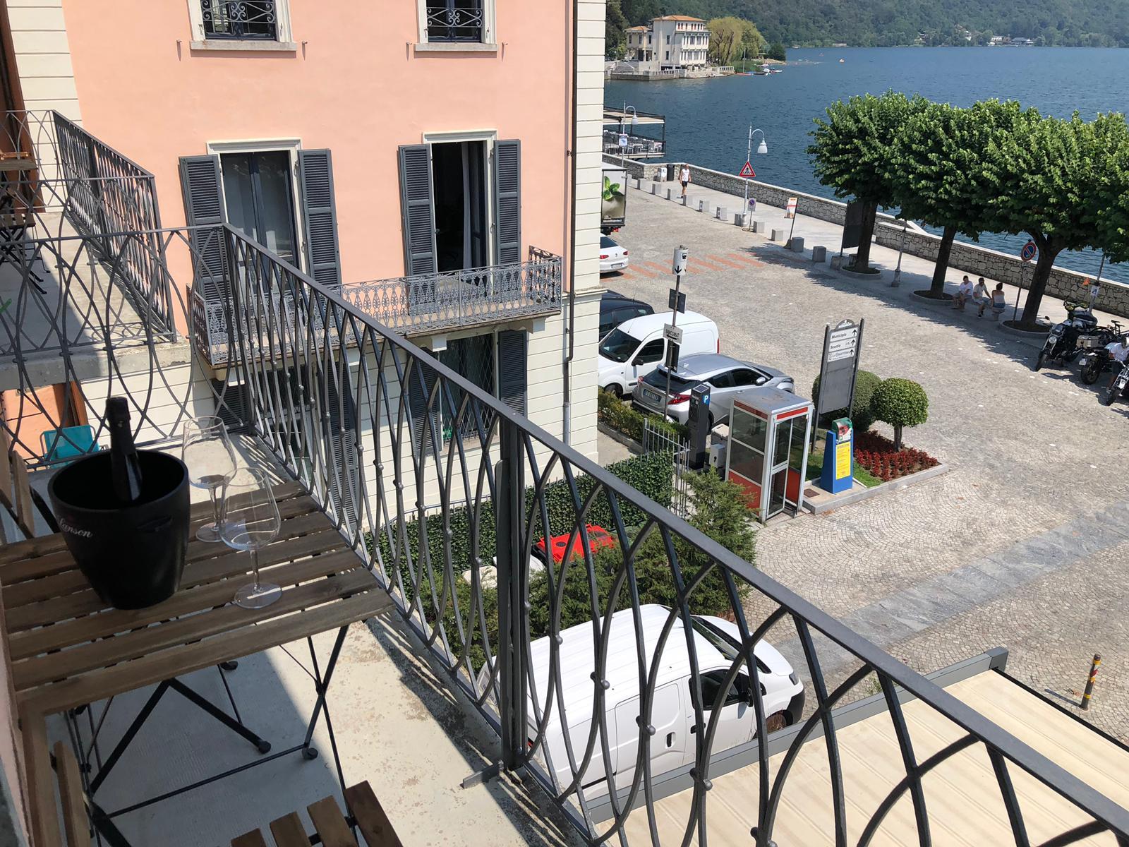 Carola A Wohnung mit Balkon und Seeblick in Mergozzo Zentrum