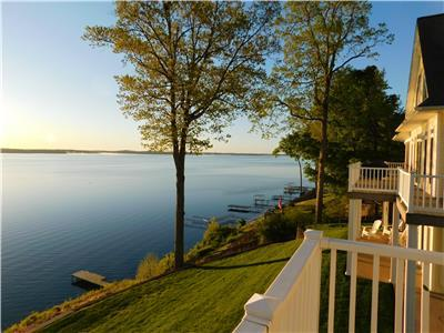 Lake-Front Luxury | 5Bdrm  on Kentucky Lake | JZ Vacation Rentals