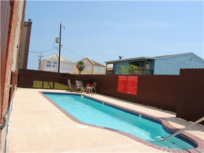 Morningside III - GREAT VALUE, POOL, 1 block from the beach