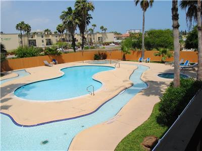 Park Lane FAMILY FRIENDLY condo with great pool area and 3min walk to the beach
