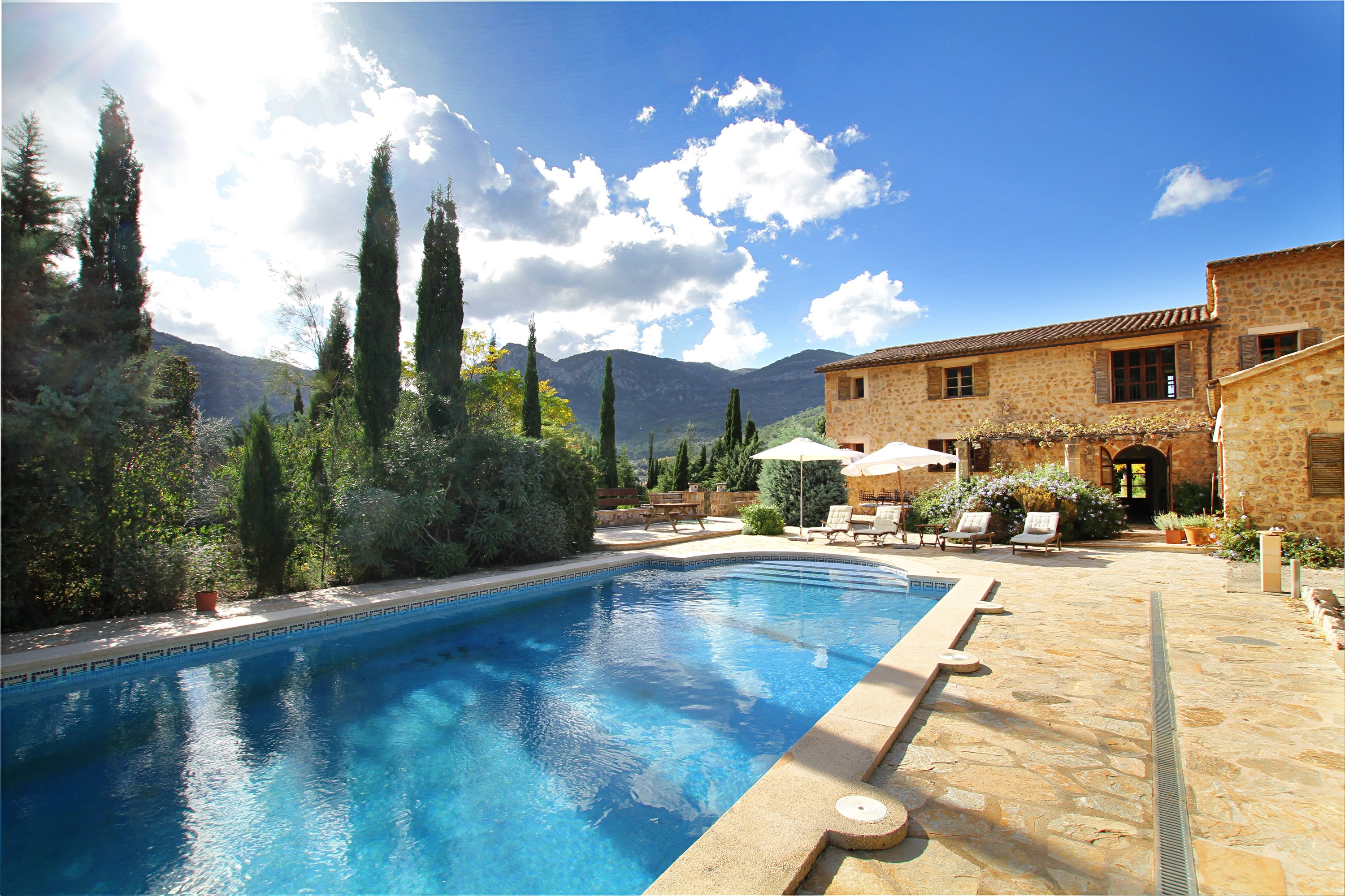 Holiday villa and apartment rentals in Soller Mallorca