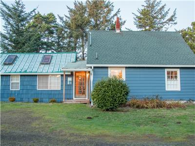 Evelyn's End #148 - Classic, comfortable cabin. Pet friendly & near beach!