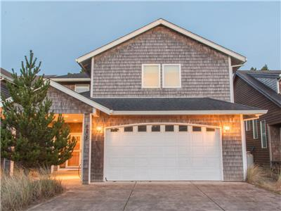 Haystack Haven #108-4 bed Pacific City home, spacious layout, gas fireplace, WIFI, dog OK