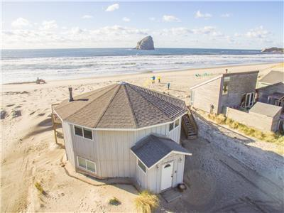 Sunset West #114 - Oceanfront hot-tub house sleeps 14. 5 bedrooms!