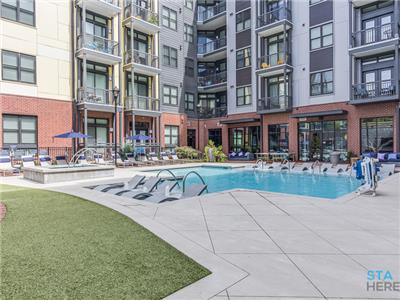 Luxury Class A Amenities! 5 minutes from Broadway!