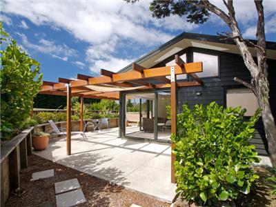 329273 - Waiheke Island Holiday Home - NZ Holiday Homes, NZ