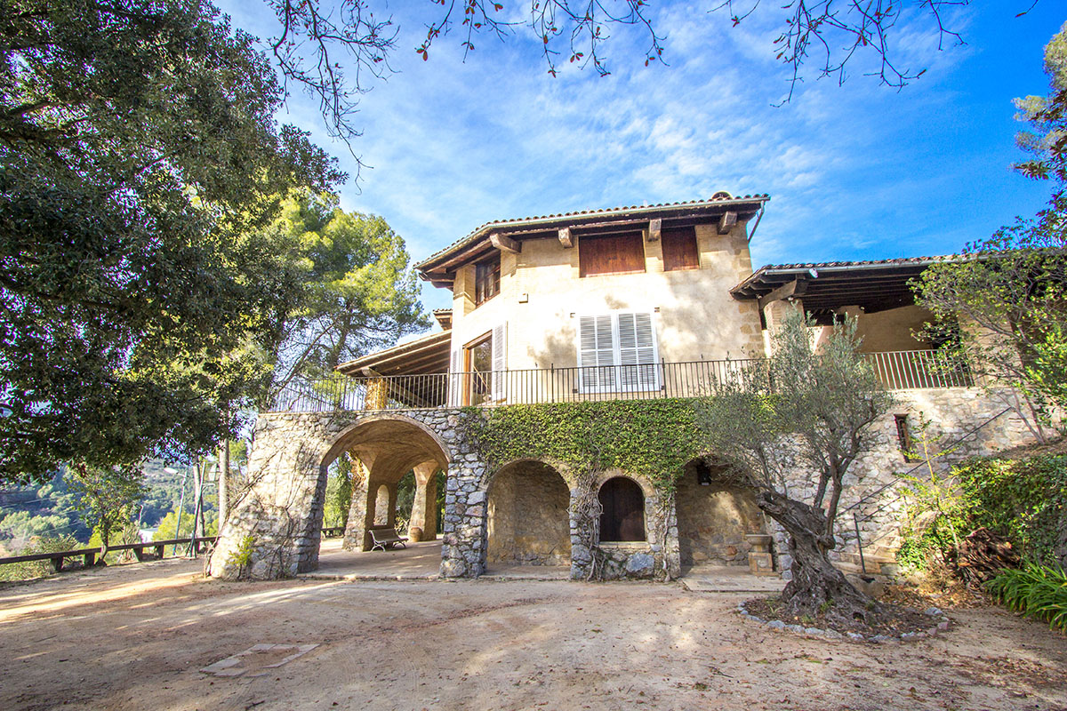 Countryside Castle for 16-18 guests, 30km from Bar  in Barcelona