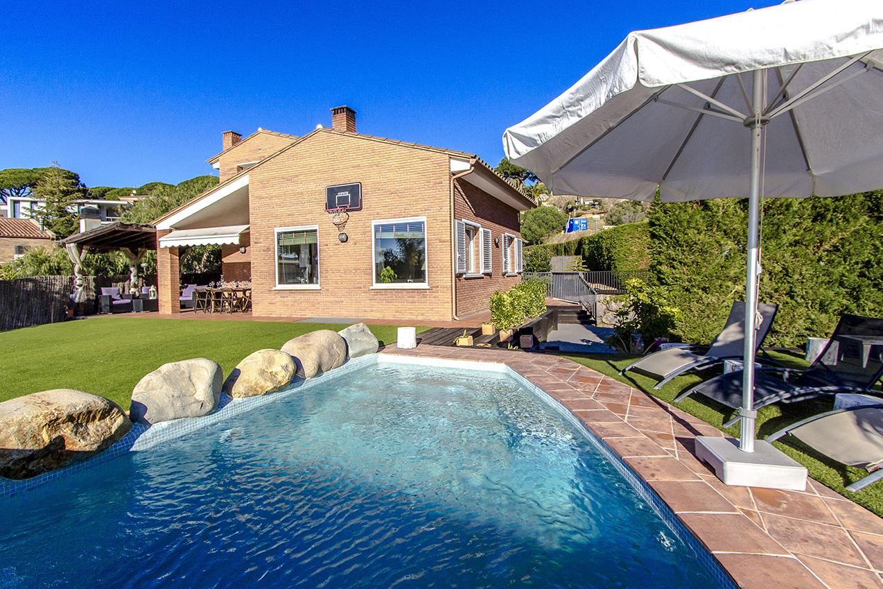 Ferienhaus Picturesque Seaside 3 bedroom villa in Caldes Estrach,with private pool! (1890834), Caldes d'Estrac, Costa del Meresme, Katalonien, Spanien, Bild 1