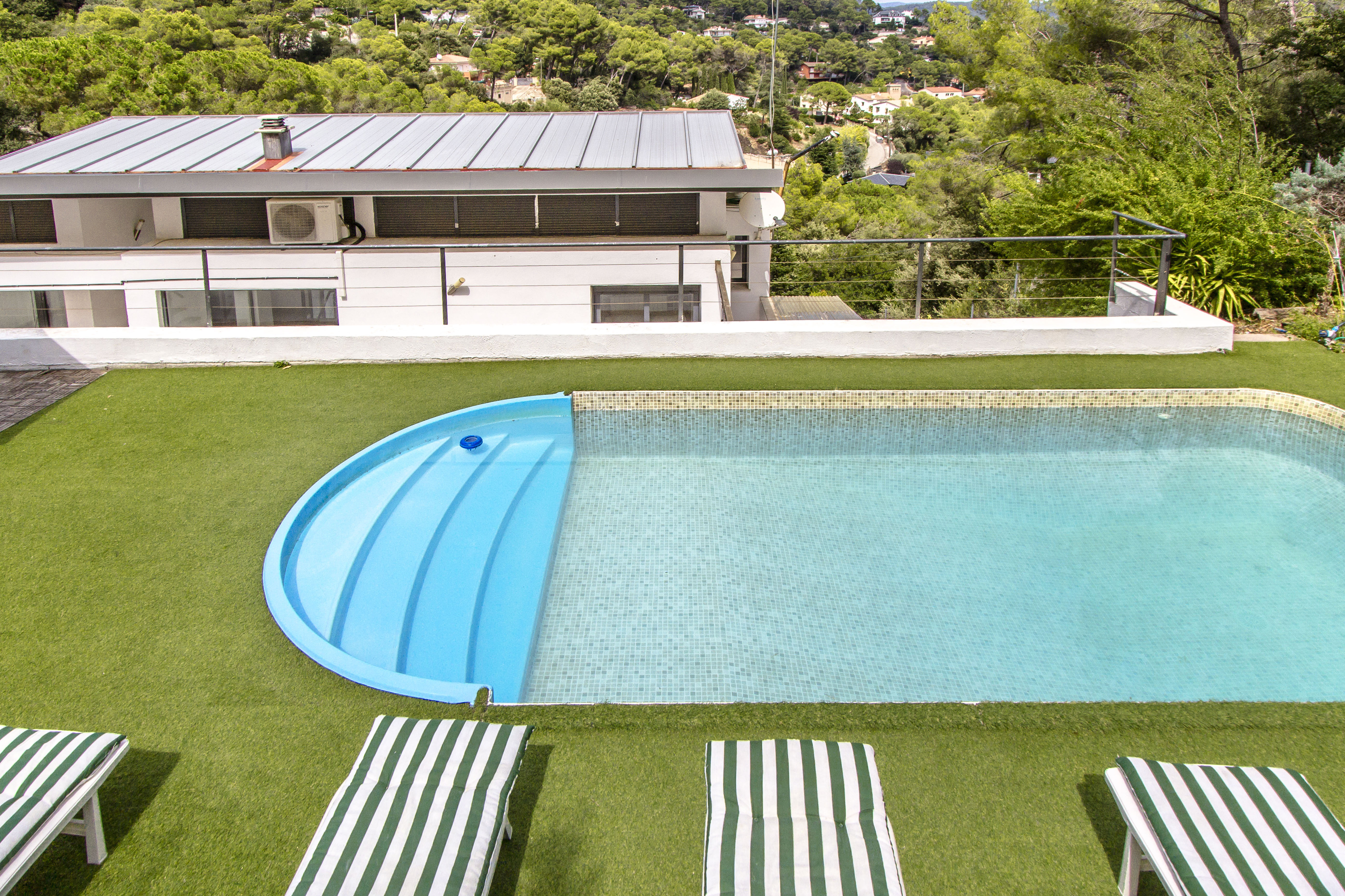 Idyllic Villa Angelica up to 10 guests! Just a sho Villa in Barcelona