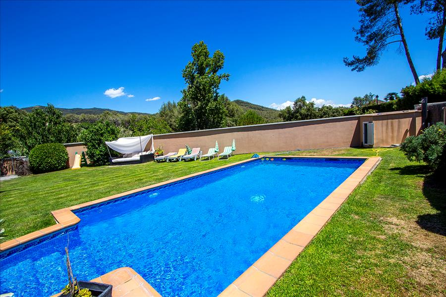 Five-bedroom villa in Can Vinyals, in the hills be Villa in Barcelona